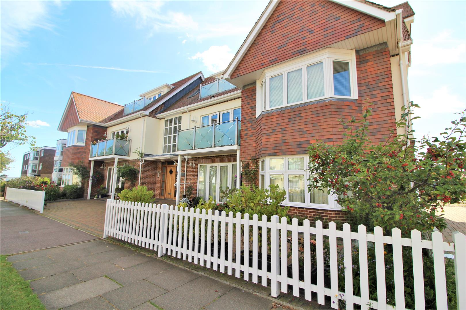 5 Queens Road, Frinton-On-Sea, Essex, CO13 9BH